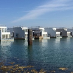 Schwimmendes Haus/ Floating House/ Hausboot