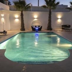 Moderne, vollklimatisierte Villa mit Pool für bis zu 10 Personen